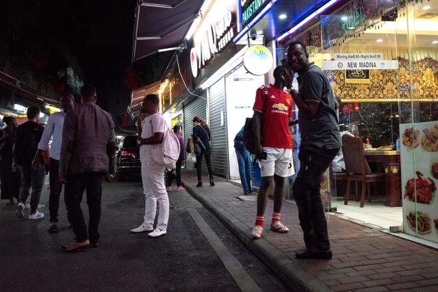 廣州中心城區名為「小非洲」的街道上,很多非洲籍人士在此工作、生活。(Getty Images)