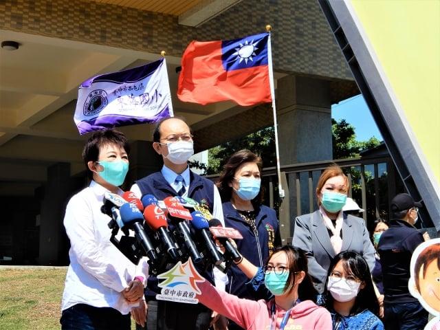 盧秀燕13日視察東海國小新建校舍前受訪。