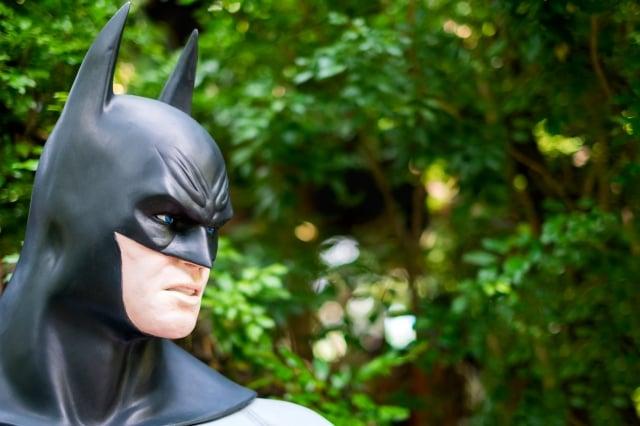 如果每天都能像蝙蝠俠出一次發熱的任務,我們應當也可以和病毒安全和諧的共生了!(123RF)