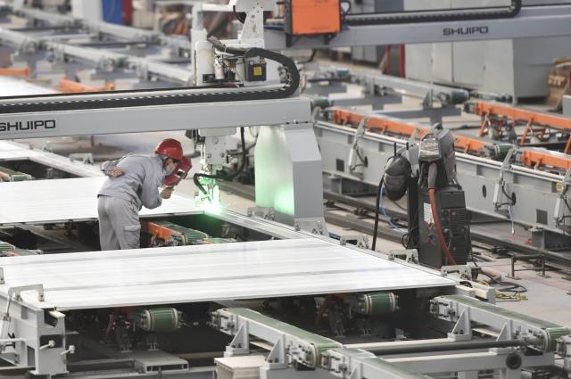 國際貨幣基金(IMF)預測台灣今年經濟成長率將衰退至-4%。(STR/AFP via Getty Images)