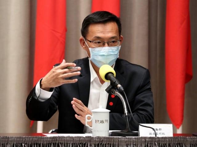 勞動部次長林明裕16日表示,為協助受武漢肺炎疫情衝擊勞工,開辦每人最高新台幣10萬元紓困貸款。(中央社)