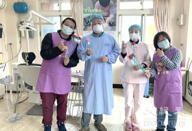 大有牙醫診所簡志成醫師至真善美家園進行義診。(記者 徐乃義/攝影)