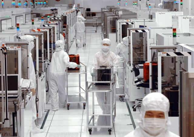 這波疫情,對全球產業的打擊很大,但對台灣科技業基本上沒有太大的打擊。(SAM YEH/AFP via Getty Images)