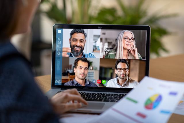 在中共病毒蔓延肆虐之際,越來越多美國人開始遠端工作,雲端辦公軟體大受歡迎。圖為在線視訊會議,是遠端工作的基本方式,但被認為效率不高。(Shutterstock)