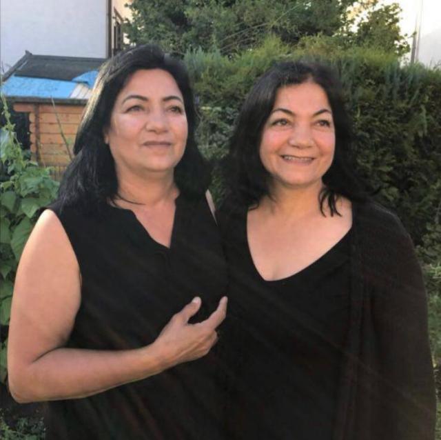 現定居法國的土耳其女子馬克布雷.塞維姆(Makbule Sevim)(右)和她的姐姐塞米爾.塞維姆(Cemile Sevim)。(Makbule Sevim提供)