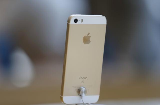 蘋果(Apple)日前發表了新款iPhone SE,且已在40多個國家和地區開賣。(Tomohiro Ohsumi/Getty Images)