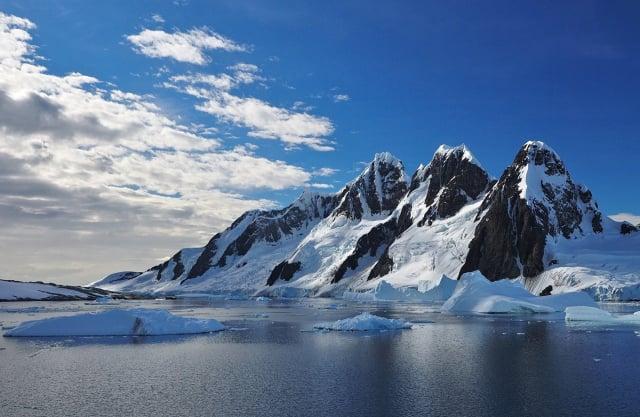 通過分析南極海底挖到的淤泥樣本,發現9千萬年前南極竟然是類似今天紐西蘭一樣的雨林氣候。 (維基百科)