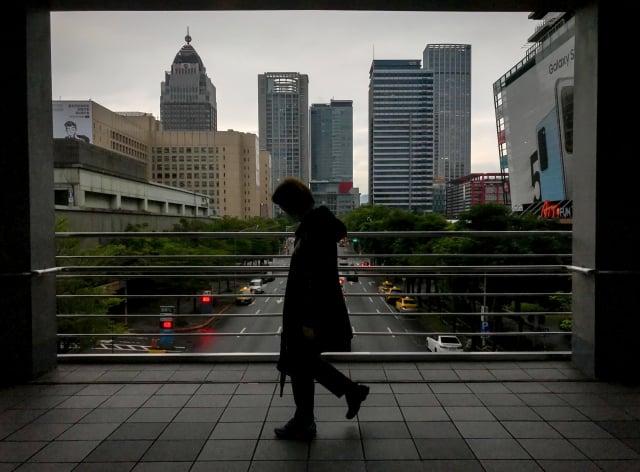 台灣經濟研究院公布最新經濟預測,預測2020年國內經濟成長率為1.58%,較上月下修1.09個百分點。(中央社)