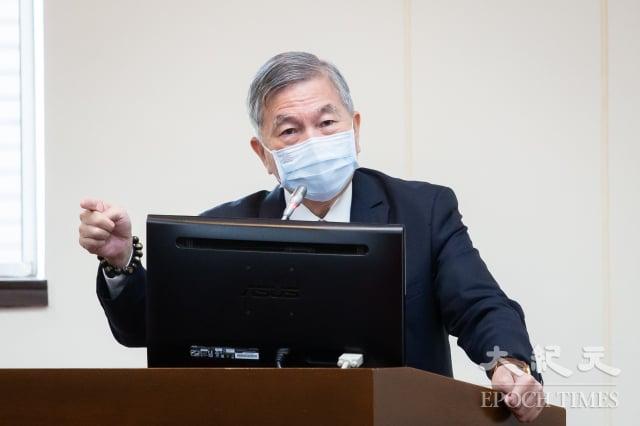 經濟部長沈榮津27日表示,要等到振興階段才發放酷碰券,至於振興階段何時開始則尊重疫情指揮中心決定。(記者陳柏州/攝影)