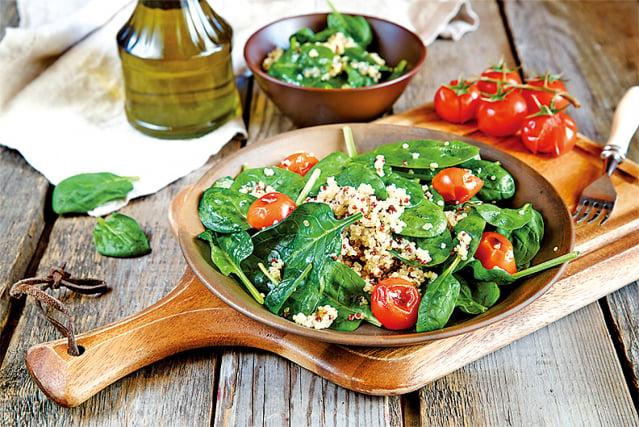 節日裡會有很多豐盛的美食,此時要控制攝取量。(Fotolia)