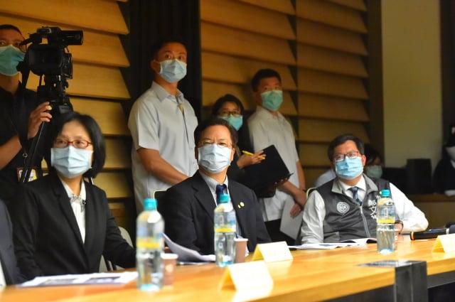 蔡英文總統四日在經濟部長沈榮津、桃園市長鄭文燦陪同參訪饗賓餐旅集團總部。