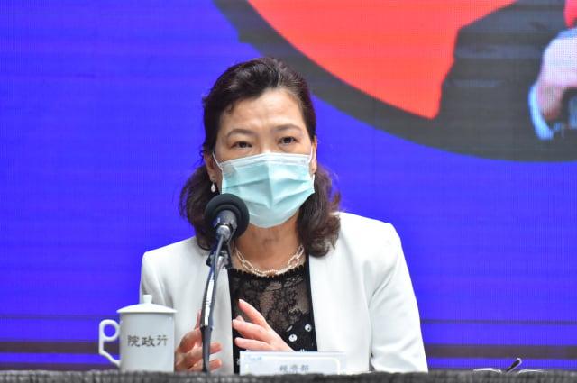 經濟部次長王美花5日在行政院紓困記者會上表示,後疫情時代,台灣表現名列前茅,民主與良善治理,獲得國際信賴。(行政院提供)