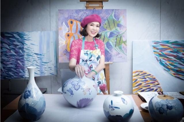 白嘉莉於台灣燈會后里馬場園區,協助舉辦繪畫創作個展,期間她特別回大石里眷村,與小時候的玩伴及鄰居見面。(台中市政府提供)