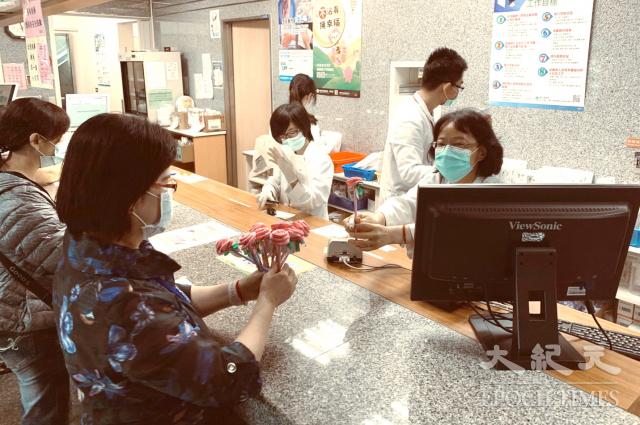 防疫期間醫護人員真的很辛苦。