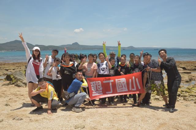 能夠以潛水方式完成畢業活動,學生們非常開心。