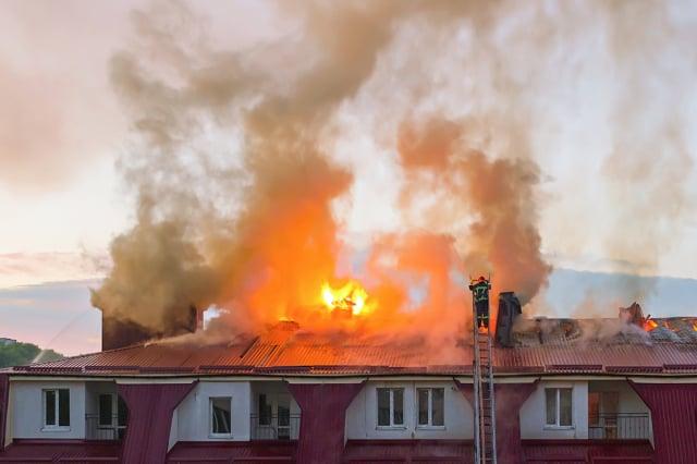 電氣因素是引起火災的最大原因,其中冷氣和電風扇是高溫天氣中常見的起火源。(Shutterstock)