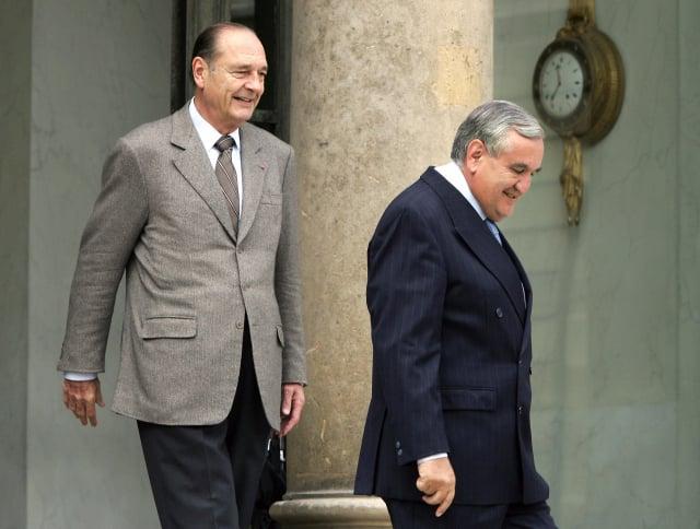 法國前總統席哈克(左)與前總理哈發林(右)倡議,對中共轉移P4技術。(PATRICK KOVARIK/AFP via Getty Images)