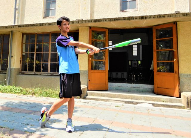 打棒球培養出的耐力與鬥志,意外成為王士瑋申請台大經濟系的致勝關鍵之一。
