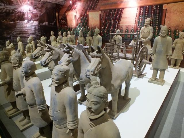 位於西安的秦始皇陵兵馬俑被譽為「世界第八大奇蹟」。兵馬俑軍團展現出當年秦朝天下一統、海納百川的非凡氣度。(大紀元圖片庫)