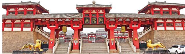阿房宮遺址大門。(維基百科)
