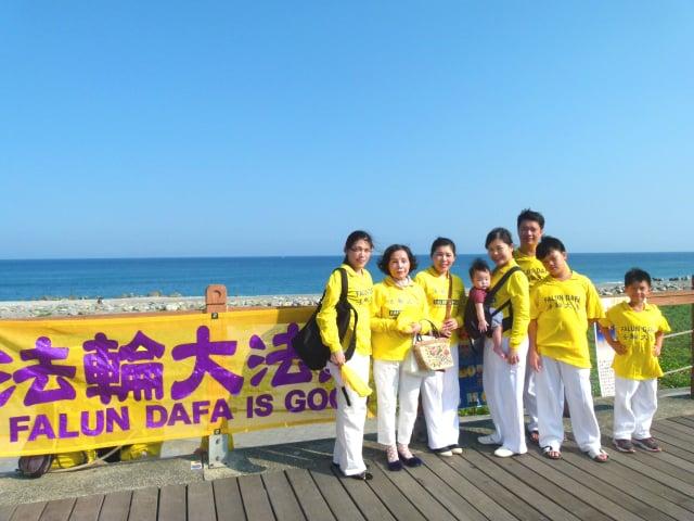 台東知本地區學員長期對遊客講真相傳大法福音。