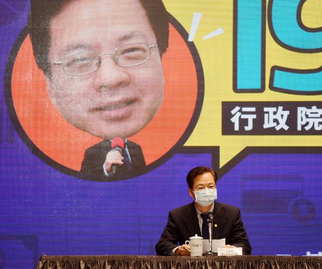 行政院政務委員龔明鑫(圖)11日下午出席紓困振興記者會,說明加速推動製造業的紓困方案。(中央社)