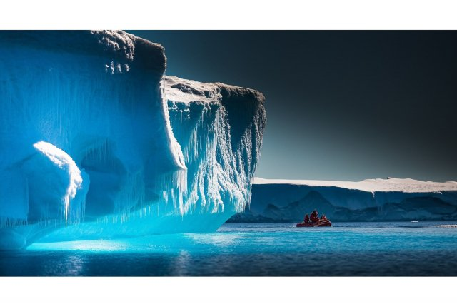 研究已發現,因為易吸熱,含有微塑料的冰塊更容易融化。(ShutterStock)