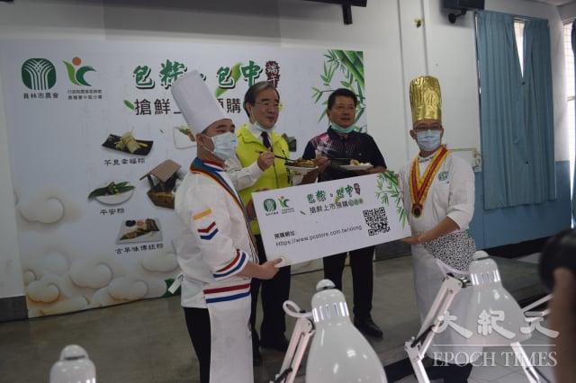 農糧署長胡忠一(左2)與員林市農會理事長王錫庸共同主持記者會。(記者謝五男/攝影)