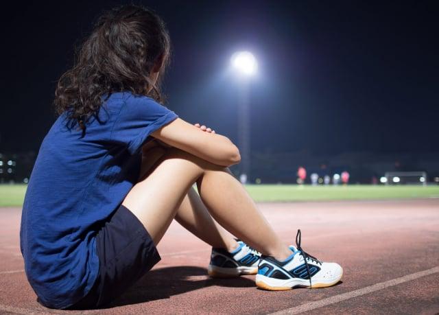 運動讓身體核心體溫上升,影響睡眠,因此健康的人睡前3小時不建議劇烈運動。(Shutterstock)