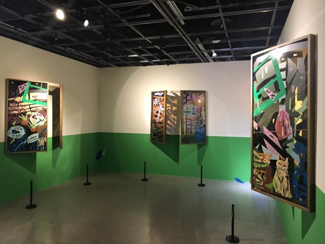吳芊頤以彩色紙膠帶表現臺灣的鐵窗花樣。(記者林倩玉/攝影)