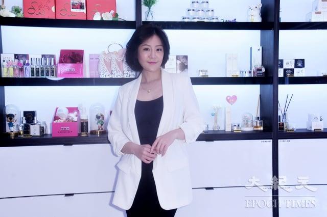女演員文汶 自創品牌。(記者黃宗茂/攝影)