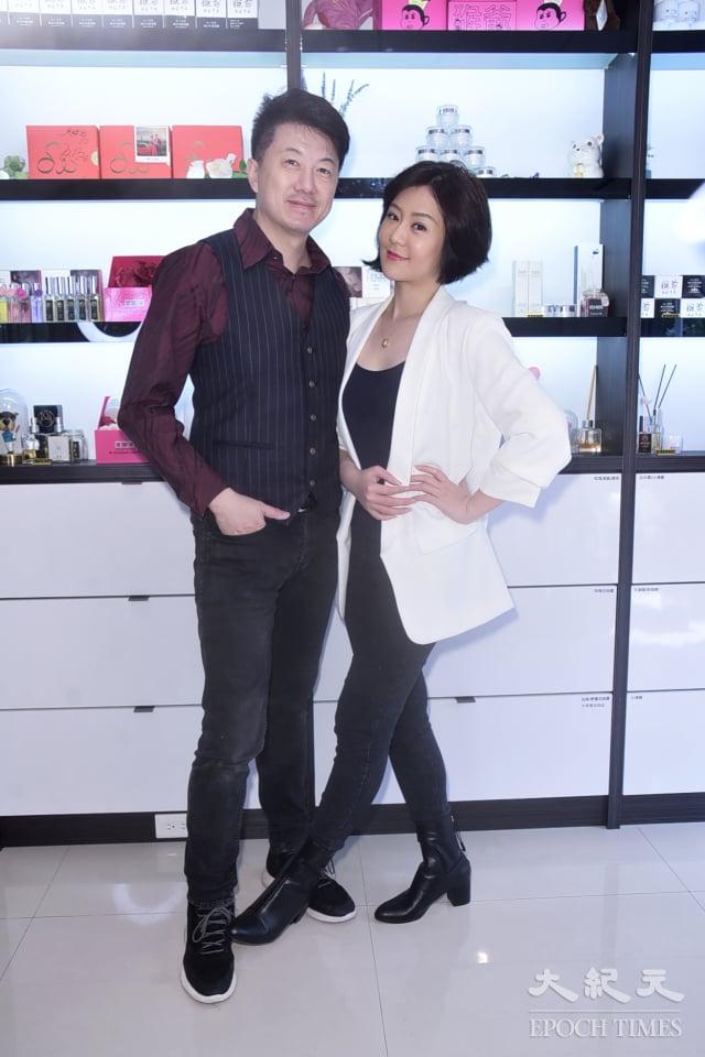 吳皓昇笑稱自己是老婆文汶店裡的工讀生。