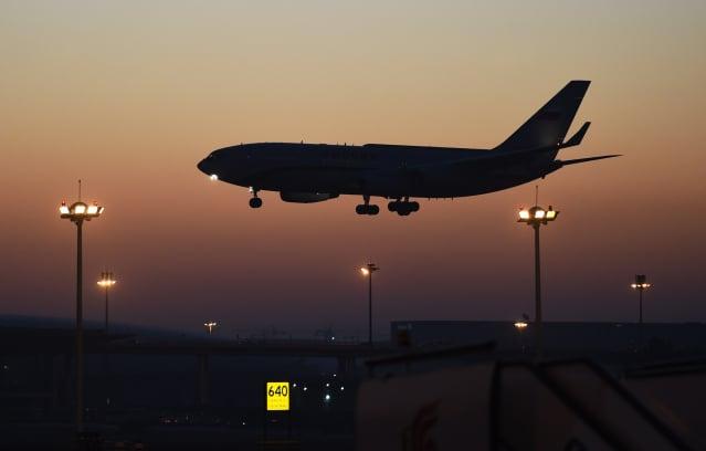 中共疫情重創民航業,中共當局自3月29日開始實行的「五個一」政策仍然在延續,導致大批欲回中國的留學生被困海外。示意圖。(Getty Images)