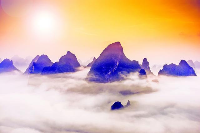秦始皇到達渤海的時候,看到海上有海市蜃 樓。秦始皇認為在渤海中有三座仙山:蓬 萊、方丈和瀛洲。於是,他命令一個叫徐福 的人帶著幾千童男童女入海求仙。(Fotolia)