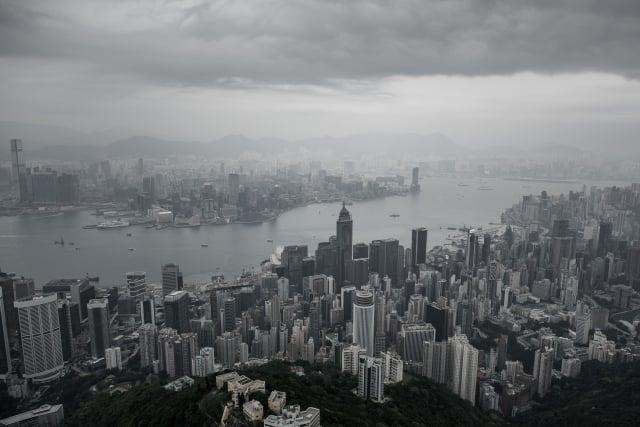港版國安法被港人指為中共惡法,遭港人連續多日抗議反對,中共強行通過再次引發各界強烈譴責。外界一致認為,該決定是香港「一國兩制」的終結。圖為香港一景。(Getty Images)