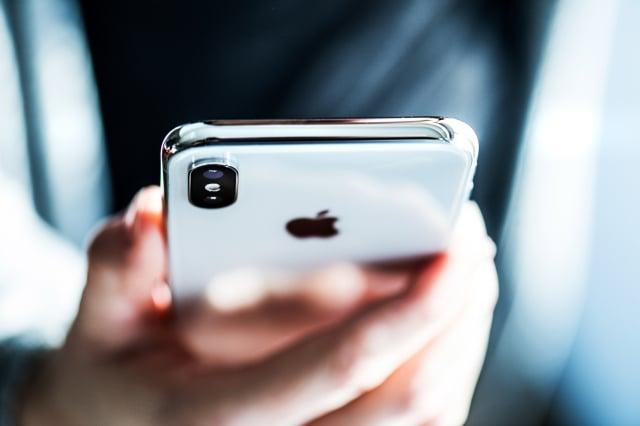 全球數以百萬計的iPhone用戶來說,他們花大錢購買了這些手機,而現在卻聽到了讓人擔憂的消息。(123RF)