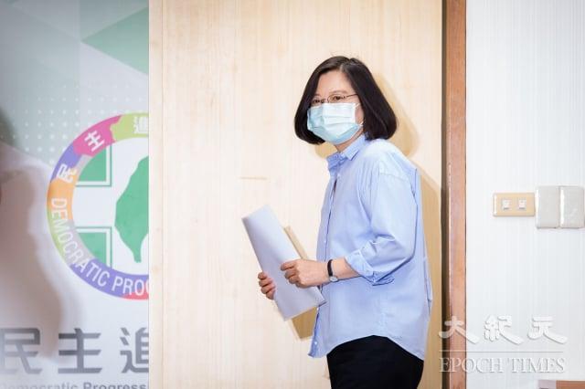 對於高雄市長韓國瑜罷免案將在6月6日投票,民進黨中常會3日無異議通過聲明,呼籲高雄市民踴躍出來投票。圖為總統兼民進黨主席蔡英文出席主持中常會。(記者陳柏州/攝影)