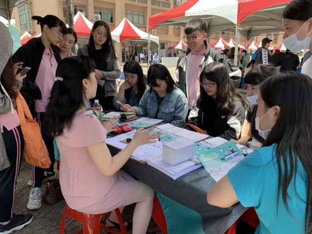 桃園市新生醫專2020校園徵才博覽會活動。(桃園市新生醫專提供)