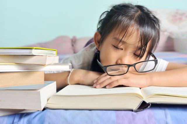 2018年中國兒童青少年總體近視率為53.6%,兒童青少年近視已是中國視力損傷的主要原因。(Shutterstock)