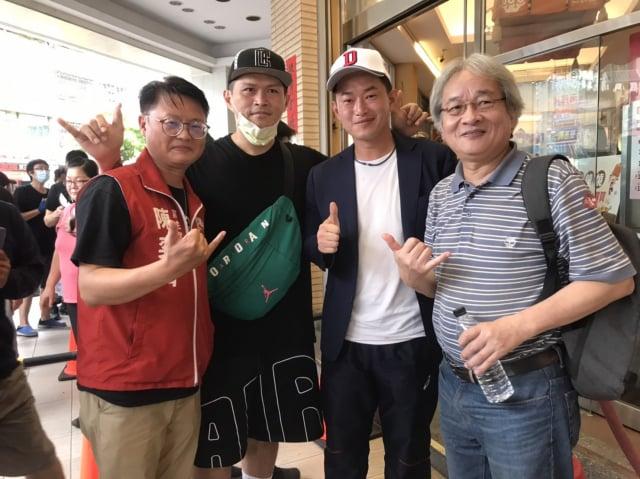 左起:基進黨主席陳奕齊、饒舌歌手大支、立委陳柏惟、文化人馮光遠。