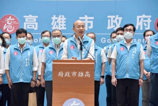 「罷韓」投票揭曉,罷免門檻確定過關。高雄市長韓國瑜發表演說,以兩個感謝、三個遺憾及一個祝福回應。(高市府提供)