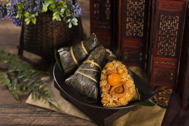 豪華的鮑魚蟹粉瑤柱粽。(業者提供)
