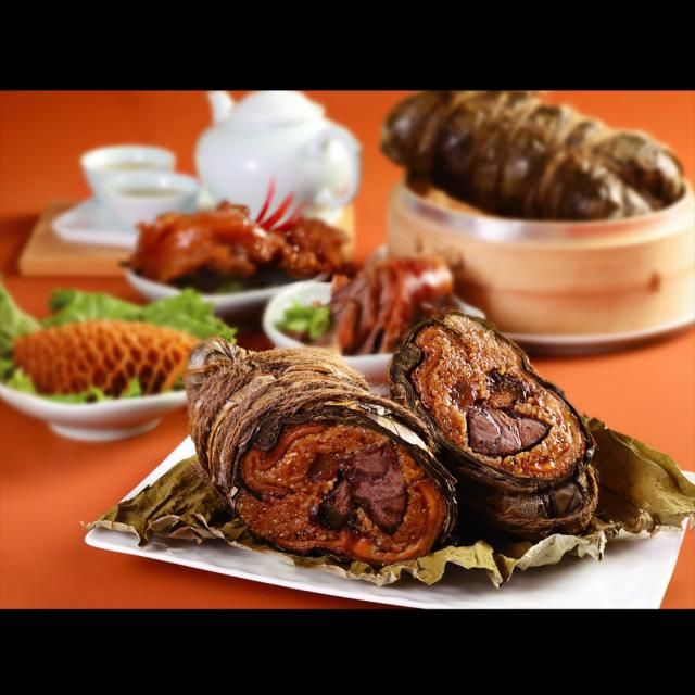 米其林一星的天香樓推出由牛筋、牛腱、牛肚組合而成的三寶粽。(業者提供)