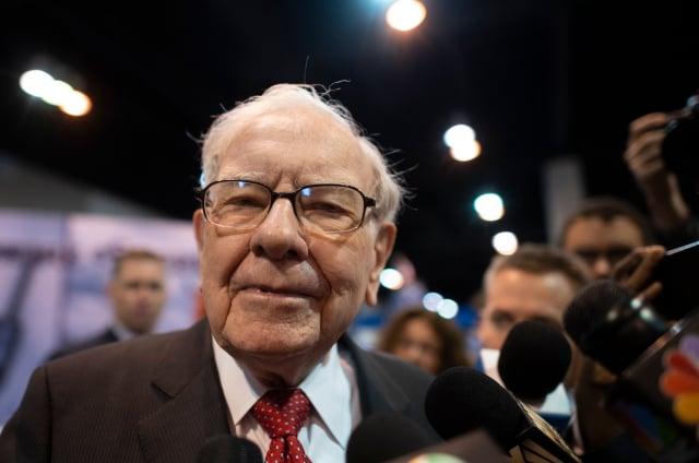 美國總統川普認為,傳奇投資大亨巴菲特(Warren Buffett )誤判美國經濟、投資失利。(JOHANNES EISELE/AFP via Getty Images)