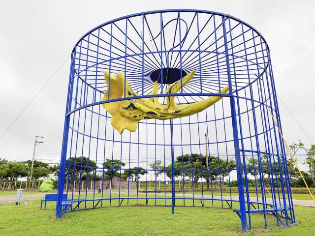 臺灣藝術家徐秀美作品《飛越桃花源》,移置新屋農博環境教育園區。