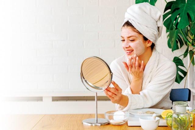 中國古代的宮庭祕方中,記載了許多美白、除皺、潤膚的內服方與外用方,比起現代科技化的美容方法,可以說是天然、無毒又有效的妙方。(Shutterstock)