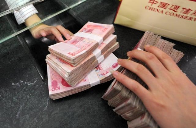 中共央行近日宣布,從今年7月開始,在個別省分試行「大額現金管理」,即無論是企業還是個人,達到一定限額的存款,將受到更嚴格的管制。示意圖。(AFP)