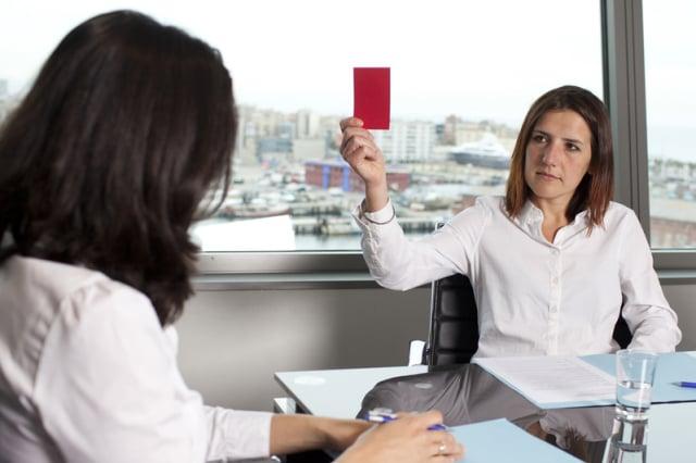 遇到主管嚴厲地責問,腦中一片空白,不知如何回應。(Fotolia)