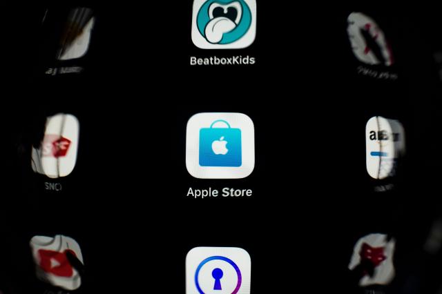 蘋果應用程式商店App Store 2019年銷售額突破5千億美元。(LIONEL BONAVENTURE/AFP via Getty Images)