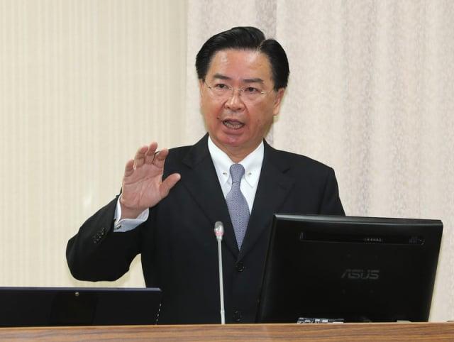 針對名片風波,據外交高層向媒體透露,外交部長吳釗燮的批示是,尊重因地制宜彈性、不會強制。(中央社資料照)